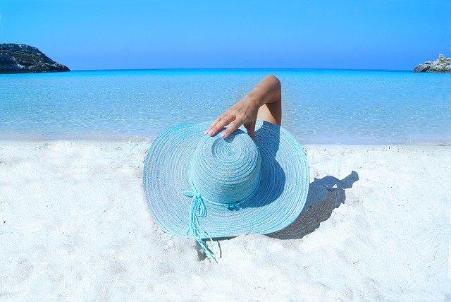 Pláž, klobouk